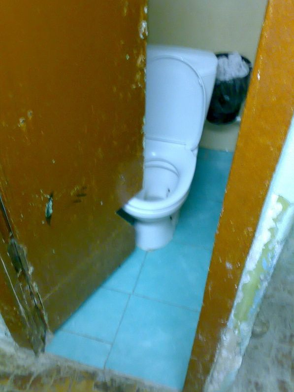 Puertas Para Baño Pequeno:Problem Solution Funny Toilet