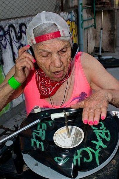 Abuela DJ
