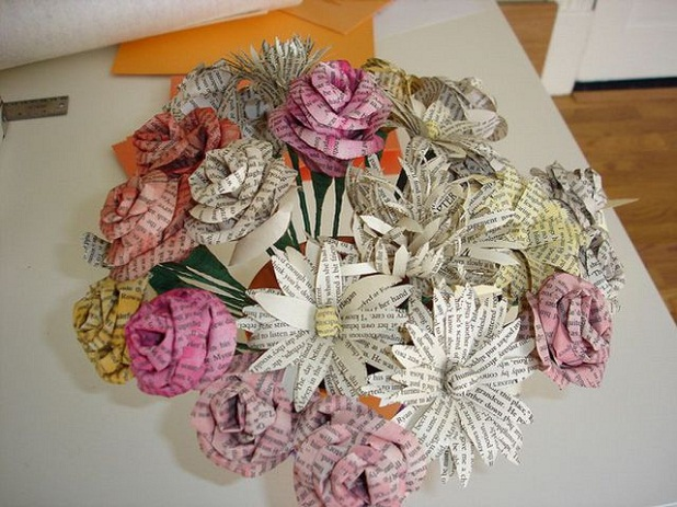 Flores hechas en papel periódico - Imagui