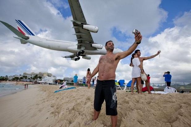 fotografiarse al lado de un avion Fotografiarse al lado de un avión