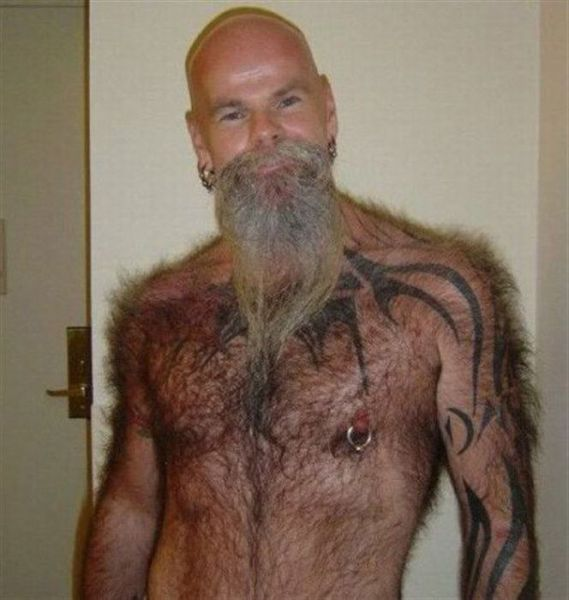 peludo y tatuado Peludo y tatuado