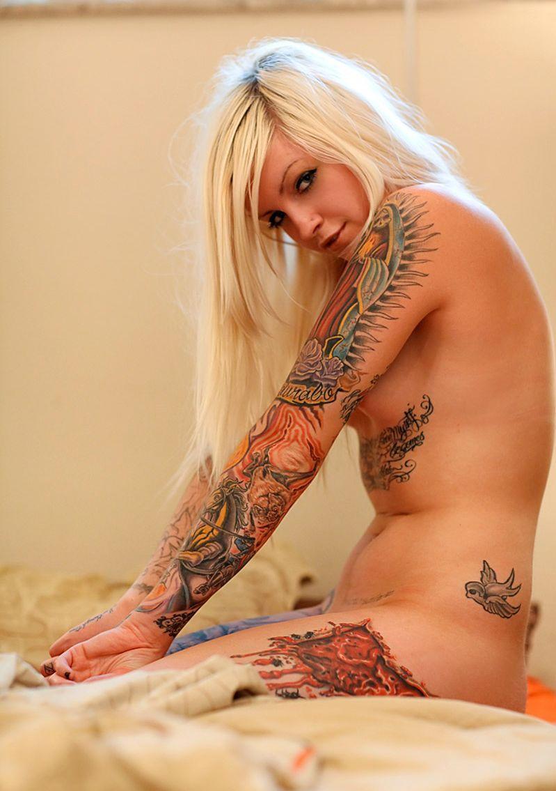 Tatuajes de chicas desnudas