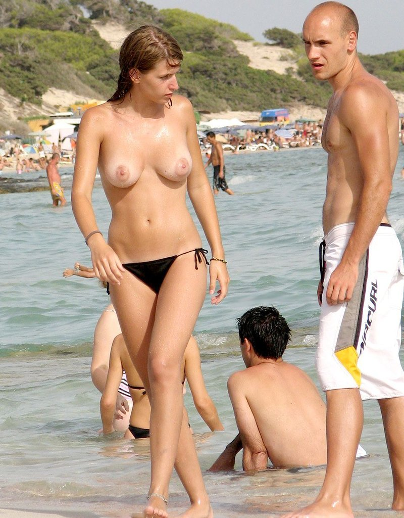 Voyurismo en playas atractivas