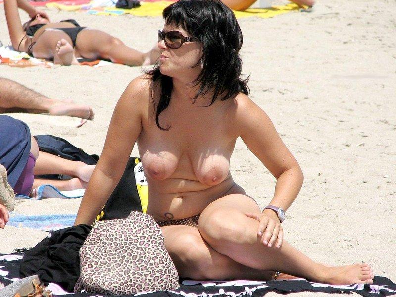 Фото случайно подсмотренное обнажение на пляже автомобиль