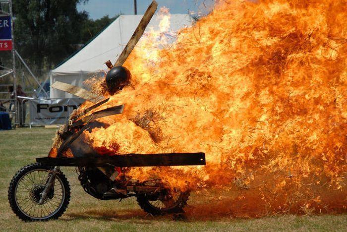 moto fuego Moto en llamas y mucho fuego