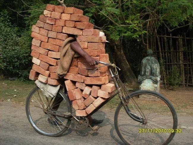 ladrillos bicicleta Transportar ladrillos en bicicleta