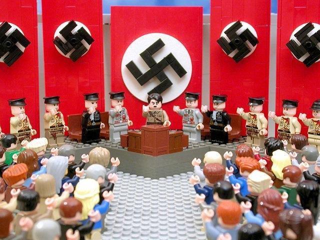 foto de Adolf Hitler y los nazis en versión LEGO