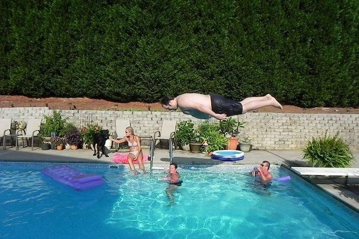 c mo saltar a la piscina desde un trampol n