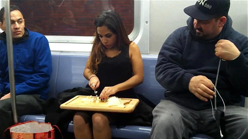 фильма девушка готовит в метро нам