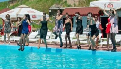 chicas-mojadas-18