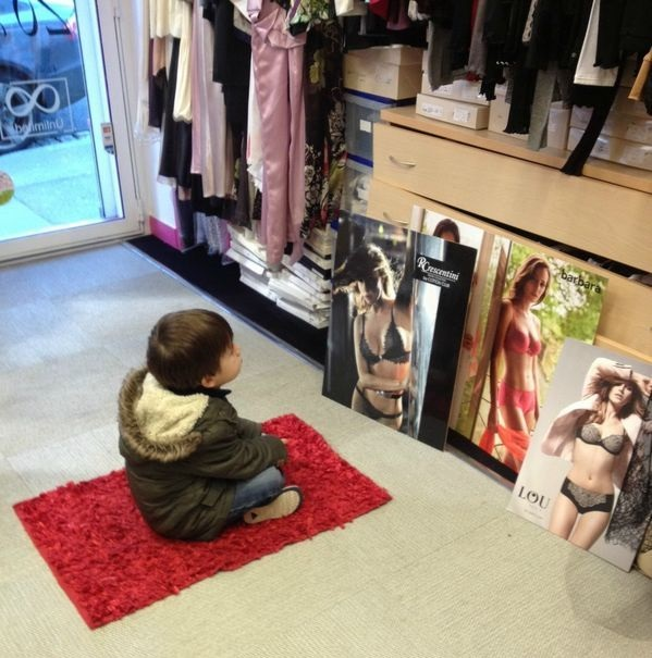 Ni o mirando mujeres en ropa interior for Tias buenas en ropa interior