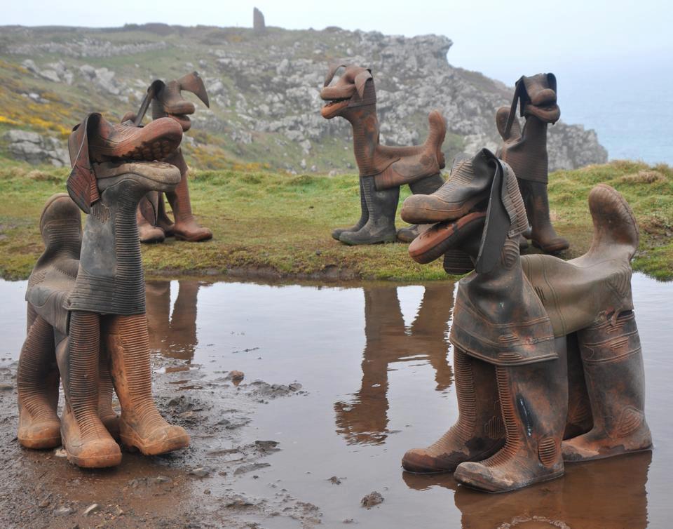 Perros hechos con botas de agua