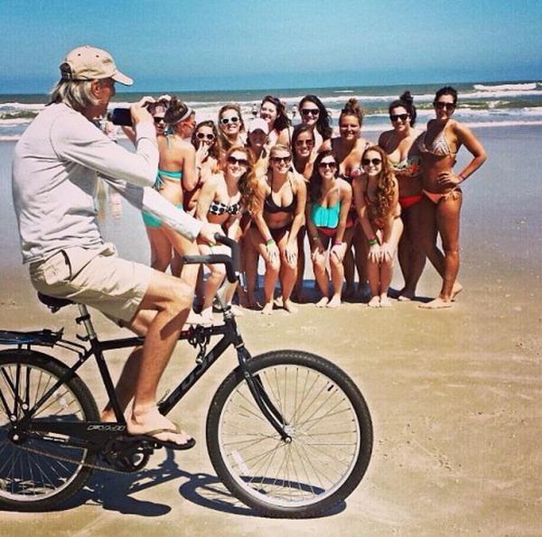 abuelo en bici foto