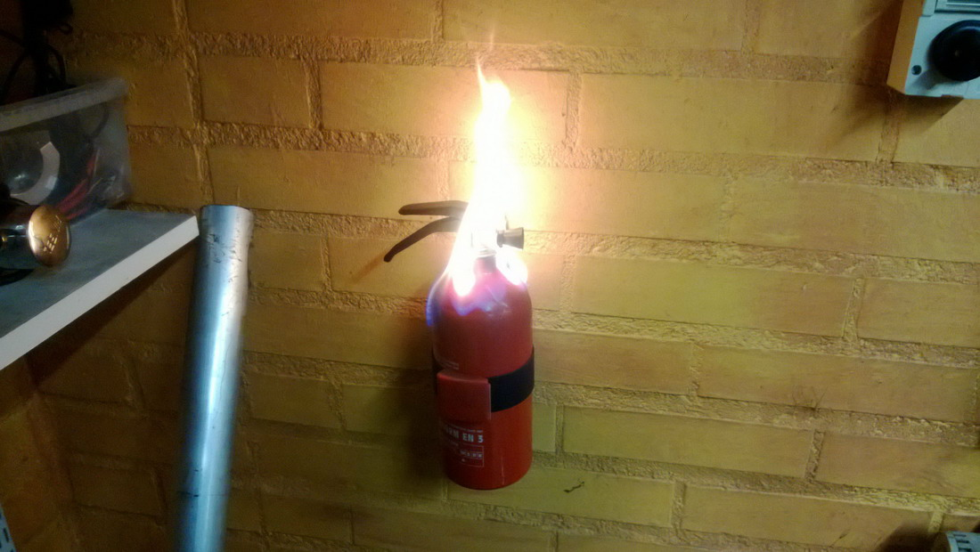 extintor incendiado