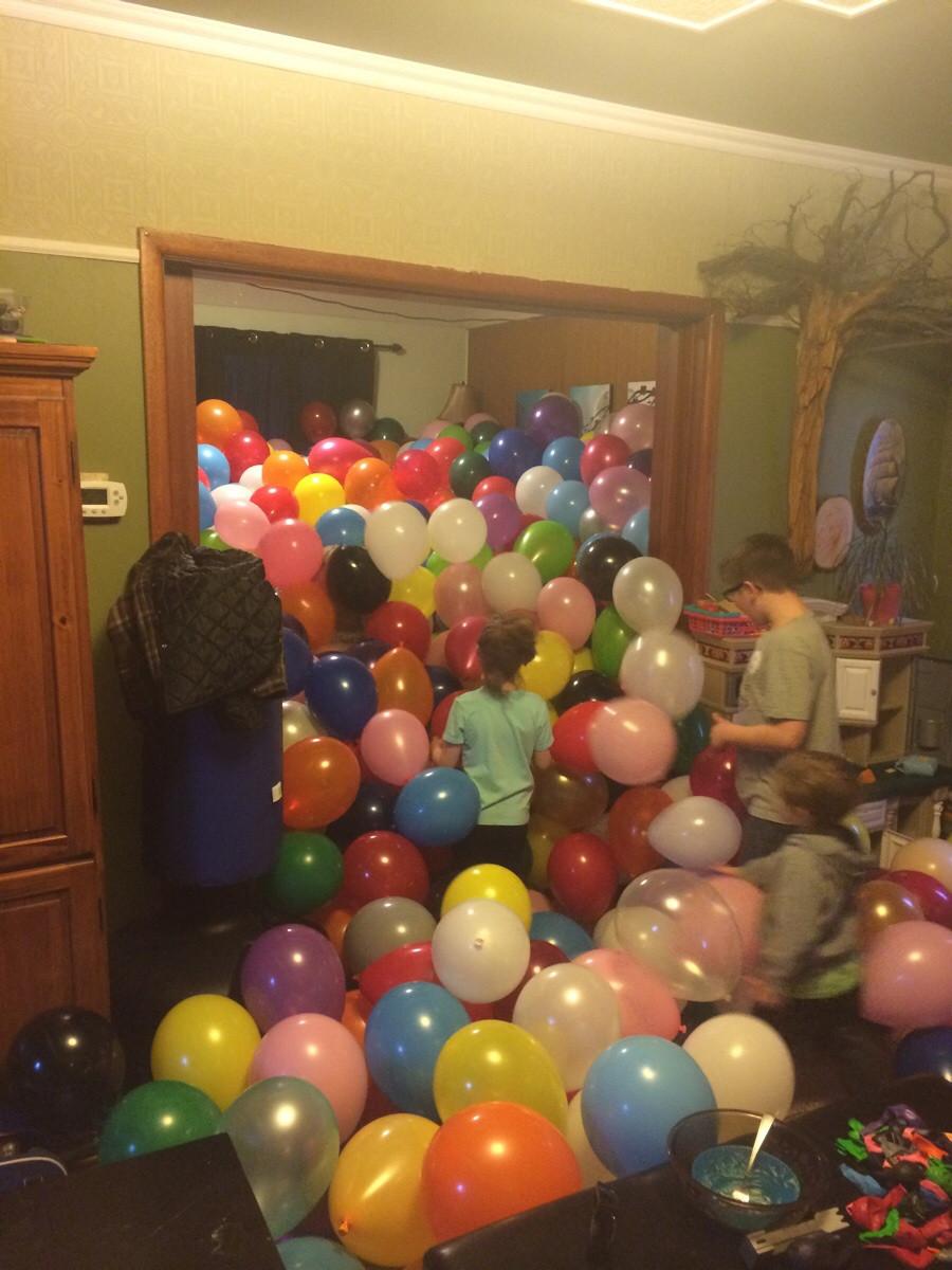 fiesta con muchos globos