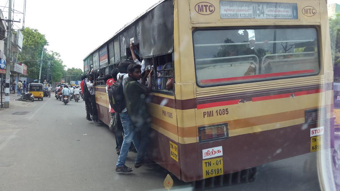 autobus un poco lleno