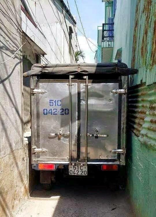 camion calle estrecha