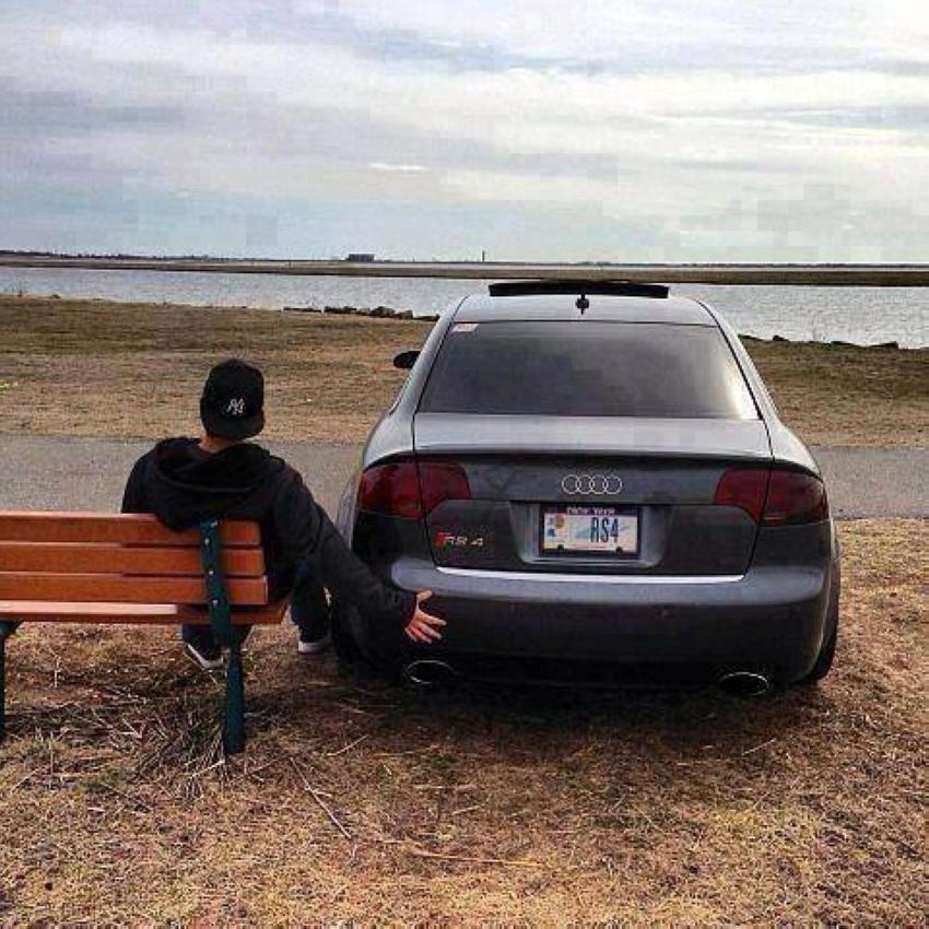 estar comprometido con un coche