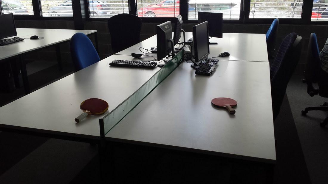 mesa de ping-pong en la oficina