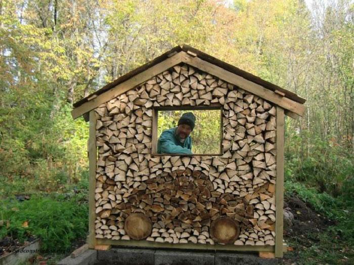 troncos almacenados con arte 5
