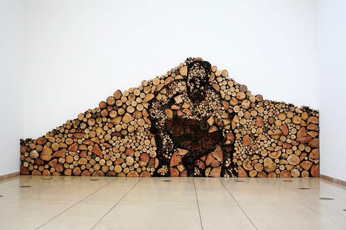 troncos almacenados con arte 8