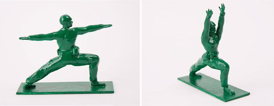 soldados de juguete haciendo yoga 10