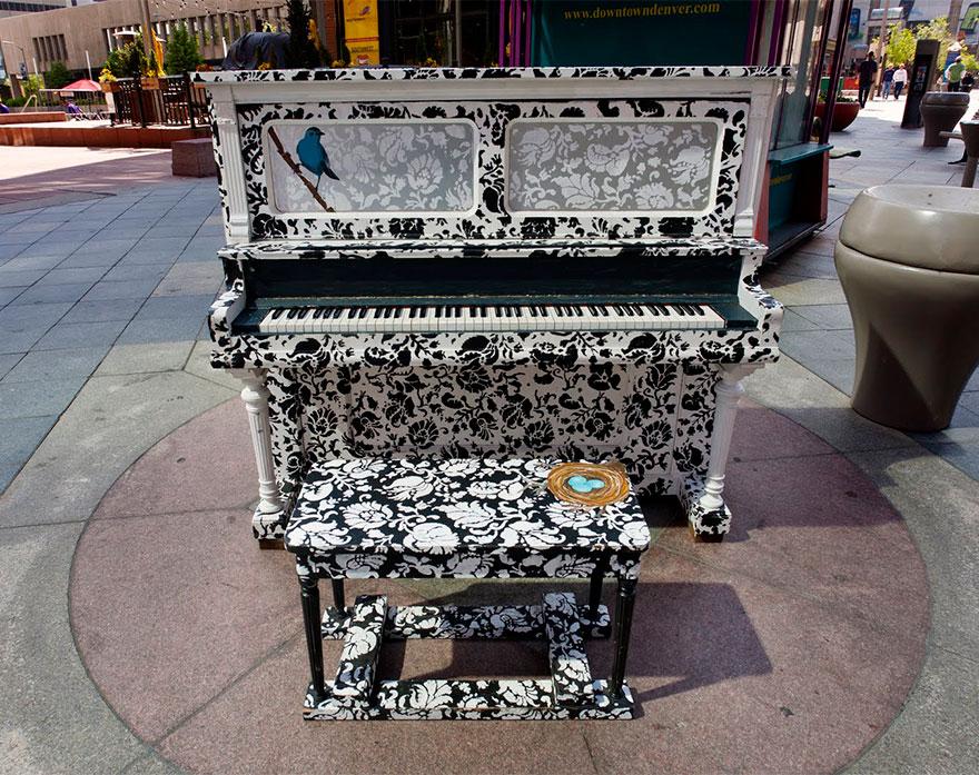 pianos pintados en plena calle 12