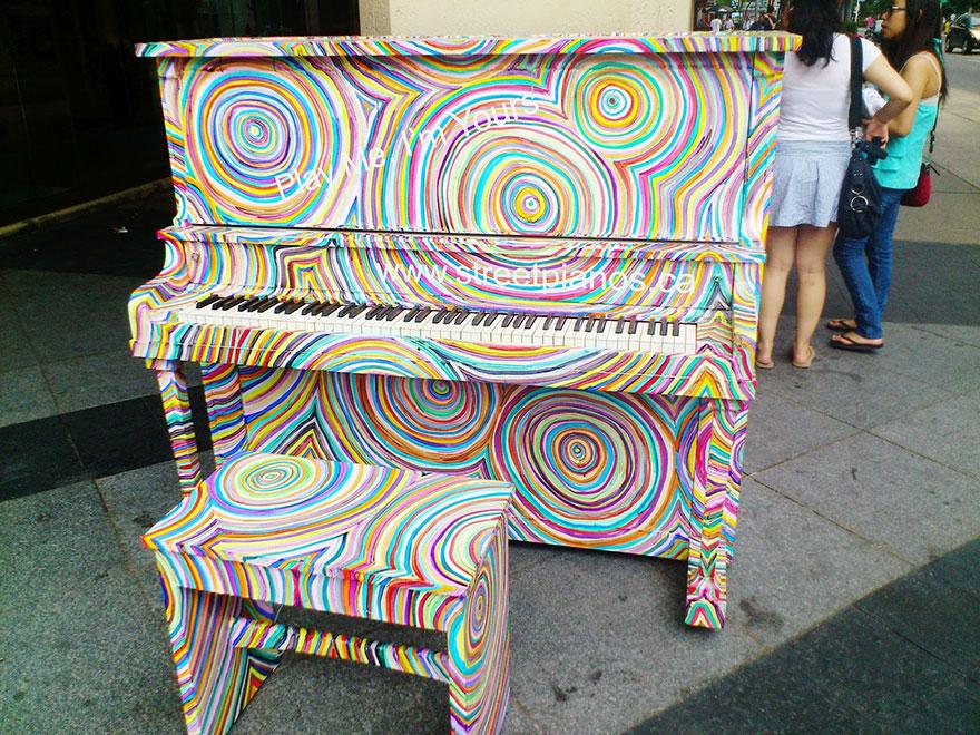 pianos pintados en plena calle 17