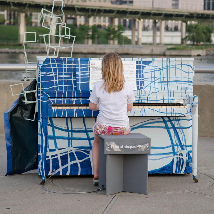 pianos pintados en plena calle 20