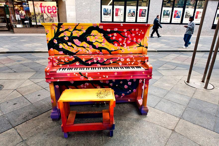 pianos pintados en plena calle 6