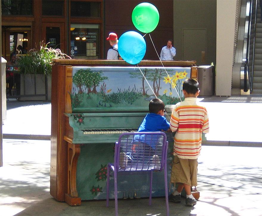 pianos pintados en plena calle 7