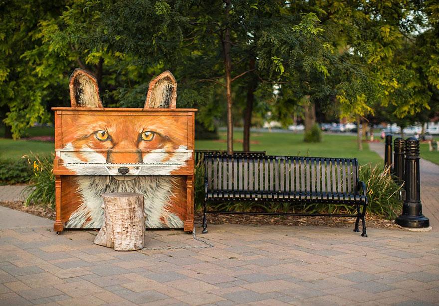 pianos pintados en plena calle