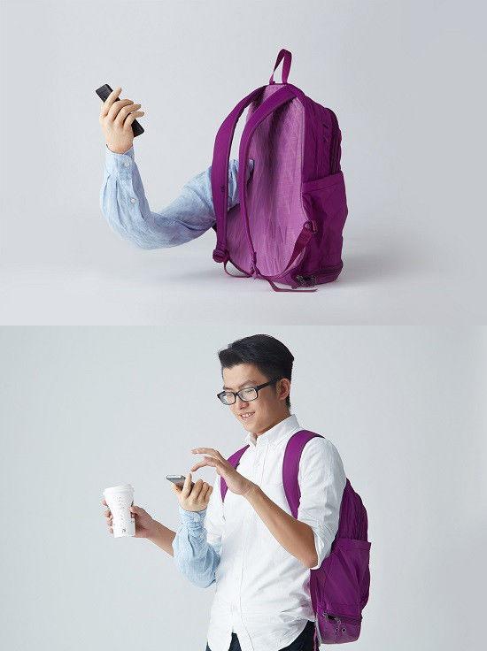 mochila con un brazo para aguantar el movil