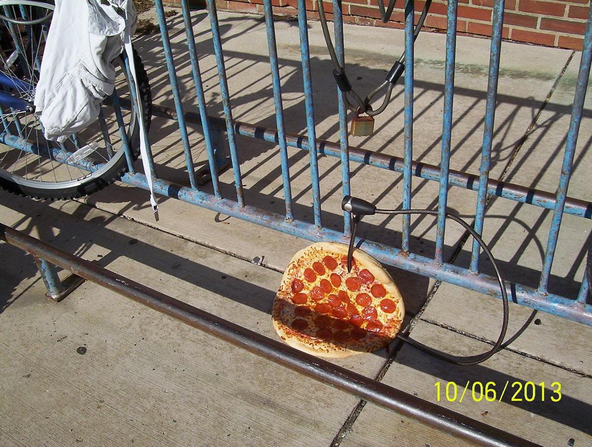 pizza de peperoni a buen recaudo