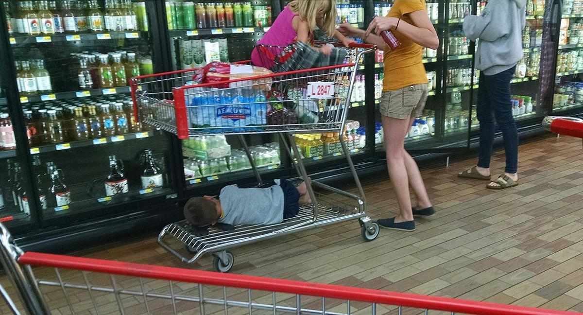 de compras con los ninos