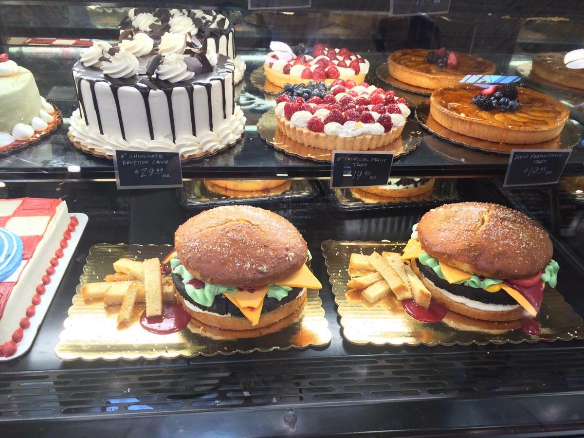 pastel de hamburguesa con patatas fritas