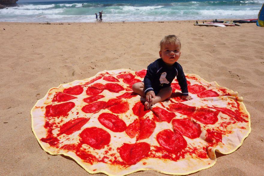 toalla de playa redonda que parece una pizza