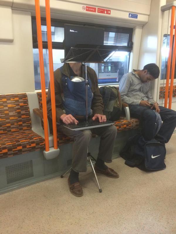 trabajando en el Metro con un bebe a cuestas