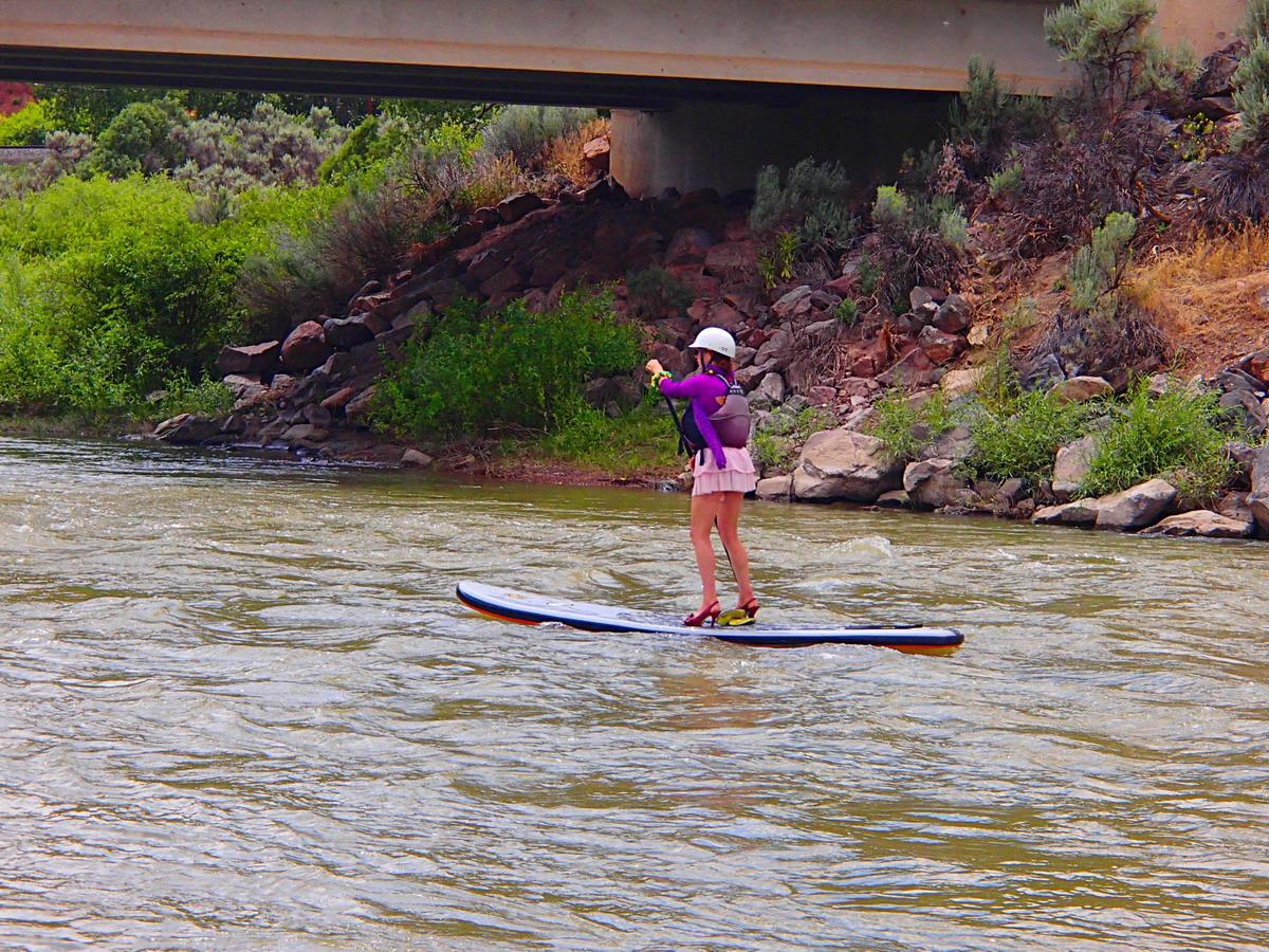 vestimenta poco apropiada para el paddle surf
