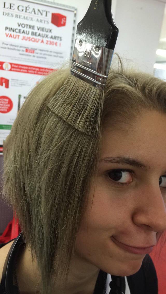 tener el pelo como una brocha