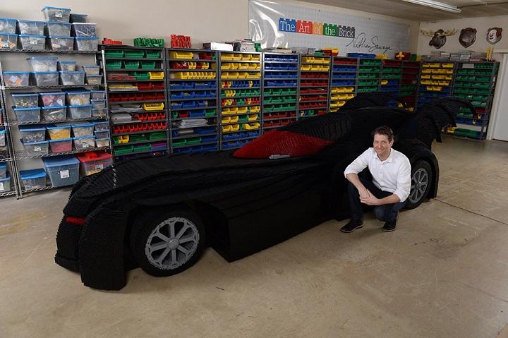 Batmovil hecho con piezas LEGO 1