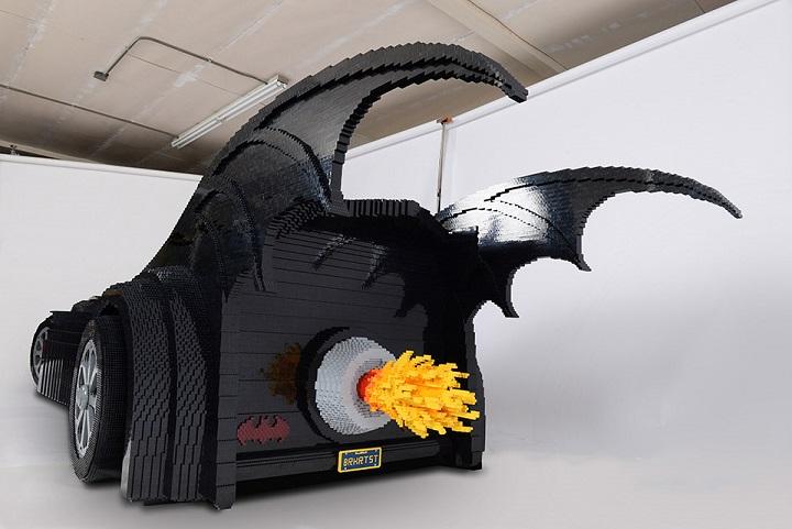 Batmovil hecho con piezas LEGO 2