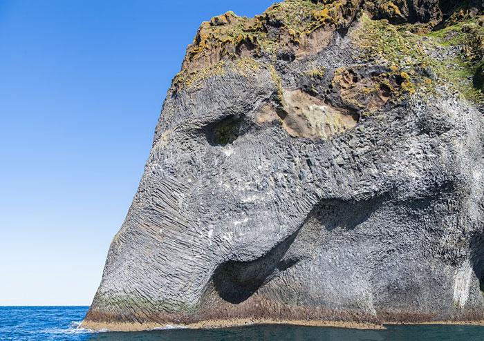 enorme elefante en Islandia 2