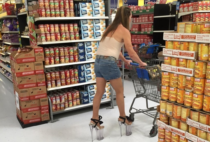 comprando con taconazos