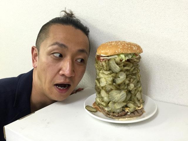 hamburguesa con 718 pepinillos 2