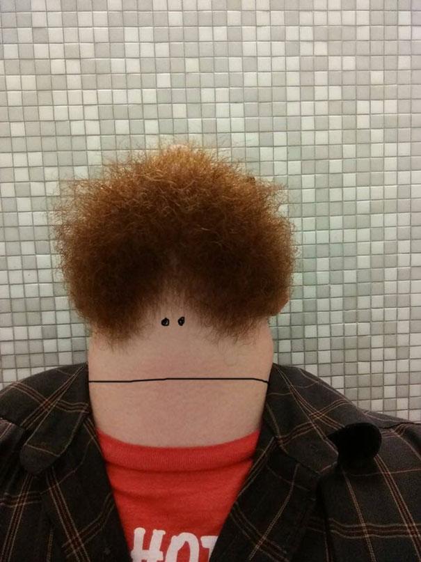 hombre barbudo mirando hacia arriba 9