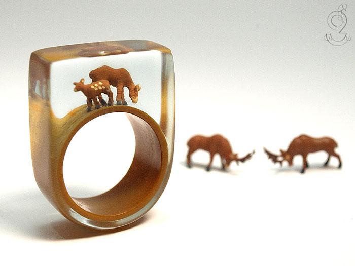 anillos con miniaturas dentro 10