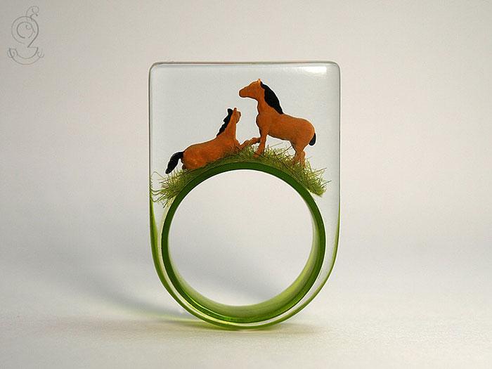 anillos con miniaturas dentro 4
