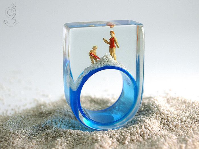 anillos con miniaturas dentro 9