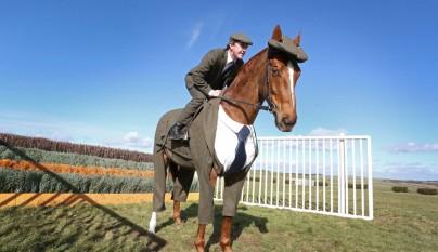 caballo con traje 3